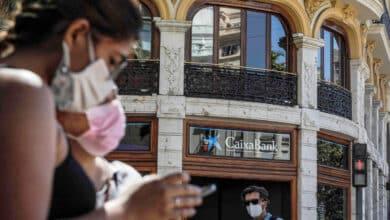 CaixaBank recortará con un ERE su plantilla tras la fusión con Bankia