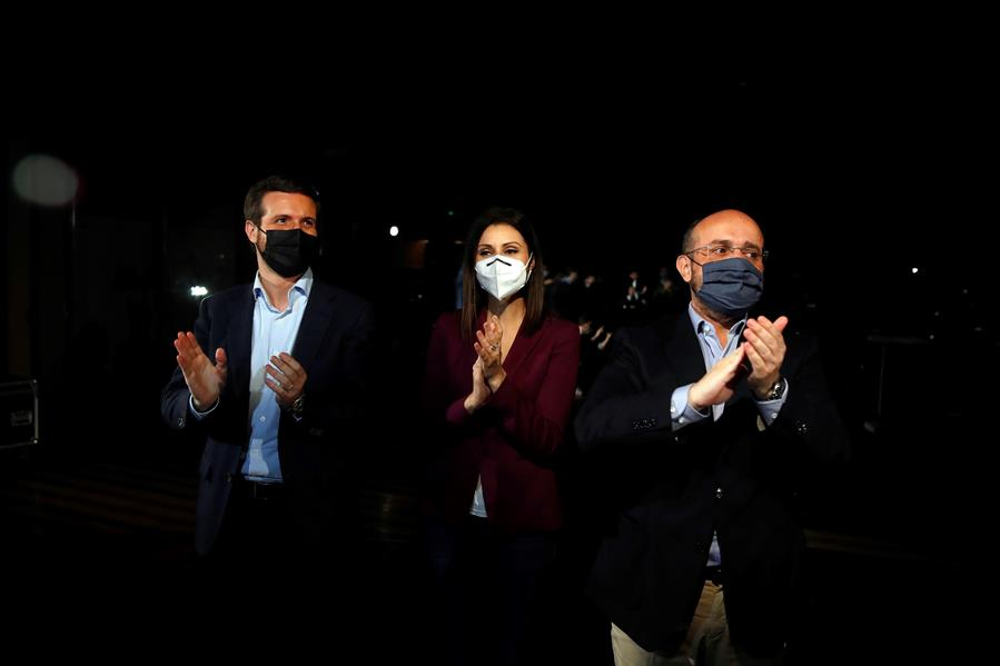 El líder del PP, Pablo Casado; el candidato del PPC a la Generalitat, Alejandro Fernández; y la 'número dos' del partido en Cataluña, Lorena Roldán.