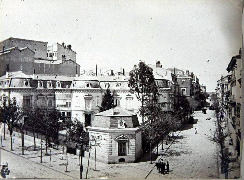 Fachada del Palacio de los marqueses de Bermad, hacia 1900