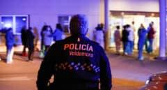 Policía local de Valdemoro (Madrid) de espaldas