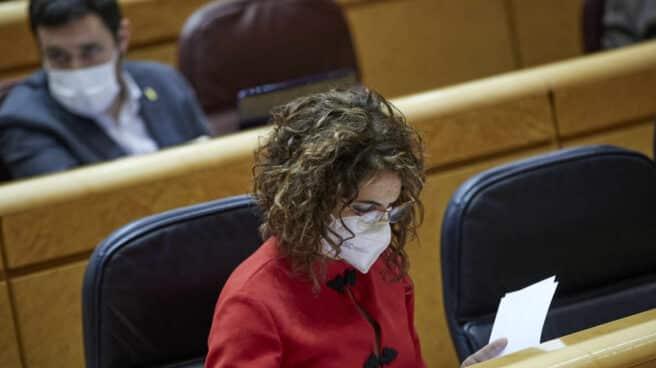 La portavoz del Gobierno y ministra de Hacienda, María Jesús Montero, en el Senado.