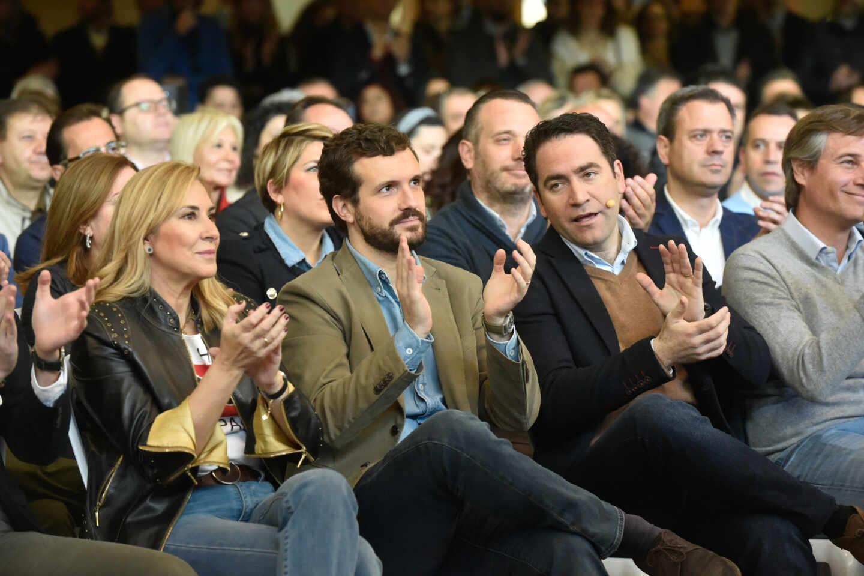 Fotografía de archivo. El líder del PP, Pablo Casado, junto al secretario general del partido, Teodoro García Egea, asisten a un acto