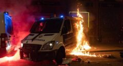 Indignación por la quema del furgón de la Guardia Urbana