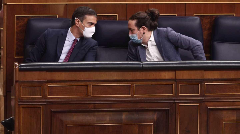 El presidente del Gobierno, Pedro Sánchez; y el vicepresidente segundo, Pablo Iglesias, en el Congreso.
