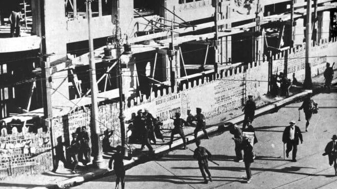Carga del ejército contra los manifestantes en la huelga general de 1917