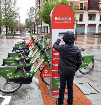 De la bicicleta al trabajo, el nuevo 'incentivo a pedales' de las empresas