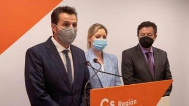Ciudadanos recurre a tres expulsados de Vox para intentar salvar la moción con el PSOE en Murcia