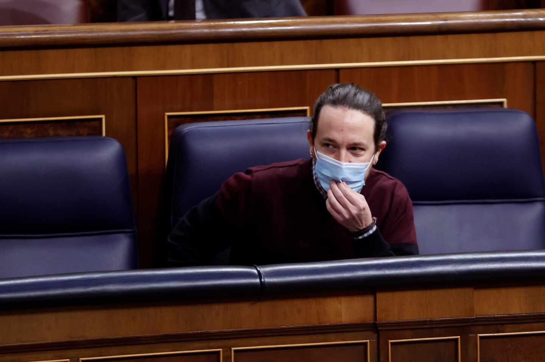 El vicepresidente segundo del Gobierno, Pablo Iglesias toma asiento este miércoles al Congreso donde se celebra la sesión de control al Gobierno, última de Iglesias en calidad de vicepresidente.