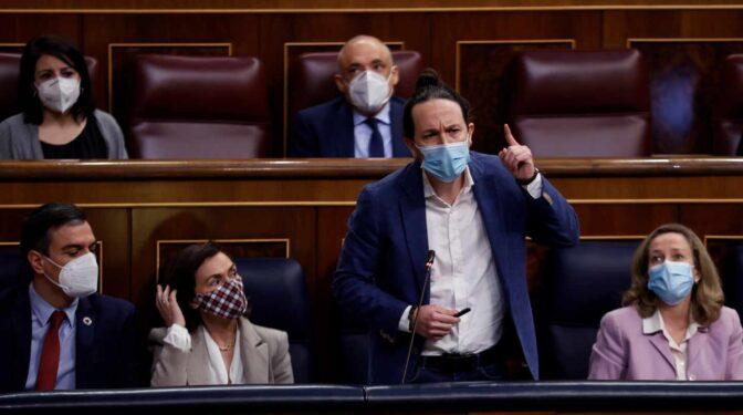 """Iglesias acusa al PP de """"alentar la violencia contra el feminismo"""" por sus pactos con Vox"""