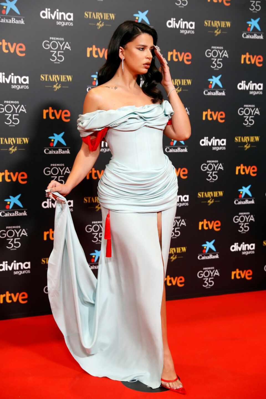 La cantante argentina Nathy Peluso, a su llegada a la gala de la 35 edición de los Premios Goya