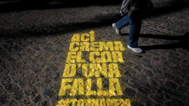 Pintada en una calle de Valencia en recuerdo de las Fallas.