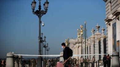 Polémica por las imágenes de franceses sin mascarilla y después del toque de queda en el centro de Madrid