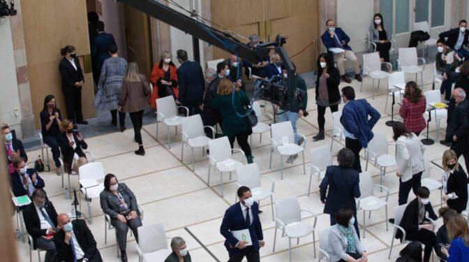 Independentistas y comunes abandonan el pleno durante la intervención de Vox