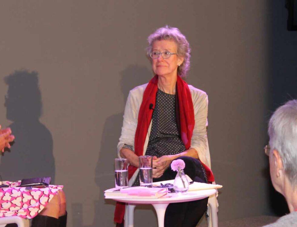 Arlie Hochschild en una charla universitaria