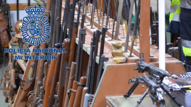 Arsenal de armas incautado por la Policía Nacional
