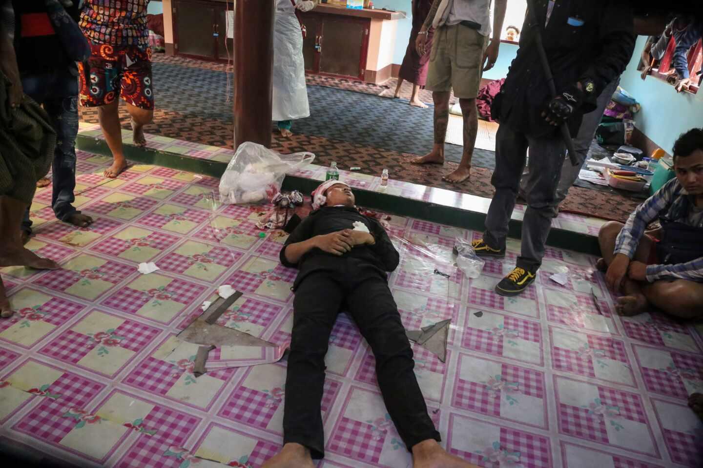 Un joven yace muerto con un disparo en la cabeza en la jornada más sangrienta desde el golpe de Estado