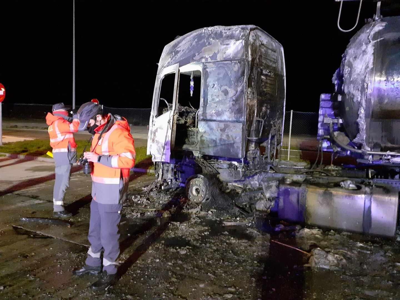 Cabina del camión indendiado en el que ha fallecido su conductor