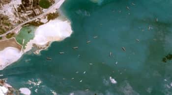 El atasco de barcos en el Canal de Suez