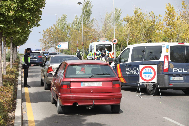 Control policial por las restricciones en la Comunidad de Madrid.
