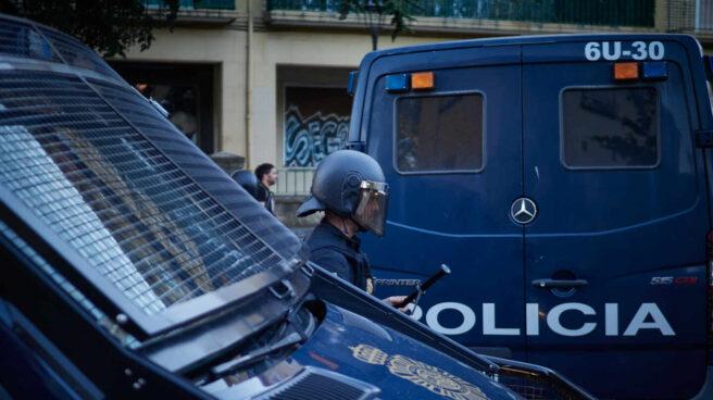 Dos furgones de la Policía Nacional