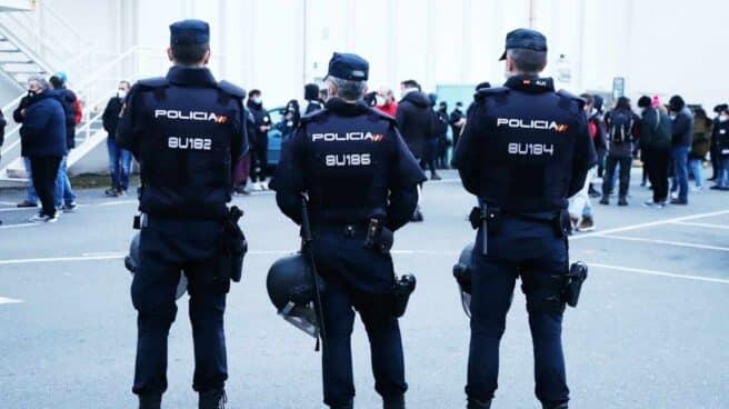 Tres agentes de la Policía Nacional