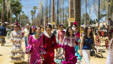 El Ayuntamiento de Sevilla propone salir vestida de flamenca por la cancelación de la Feria de Abril