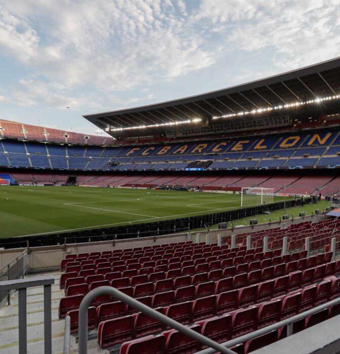 Un año sin público en los estadios: por qué los teatros sí y el fútbol no