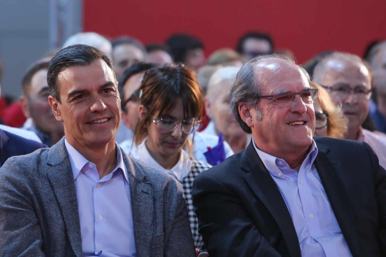 Pedro Sánchez junto a Ángel Gabilondo
