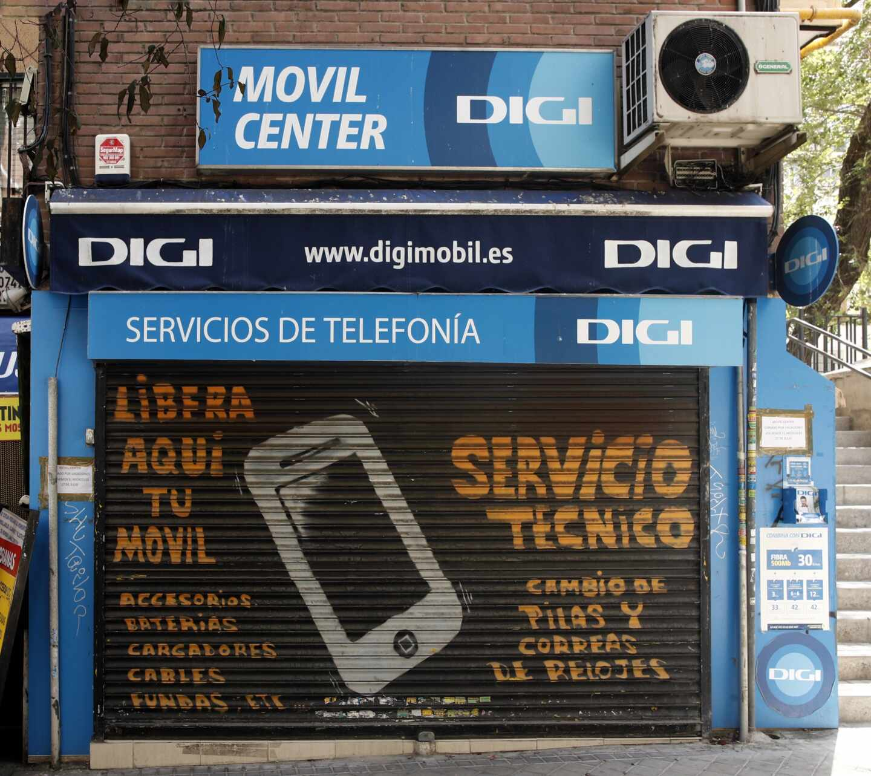 Exterior de una tienda del servicio de telefonía Digi Mobil.