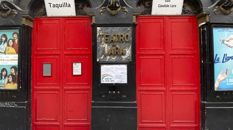 Entrada del Teatro Lara de Madrid.
