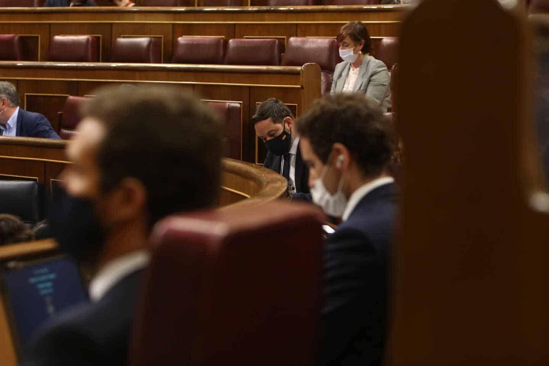 El líder del PP, Pablo Casado; su 'número dos', Teodoro García Egea; y el presidente de Vox, Santiago Abascal
