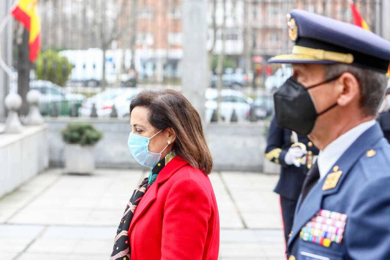 La ministra de Defensa, Margarita Robles, y el anterior Jefe del Estado de la Defensa, Miguel Ángel Villarroya.