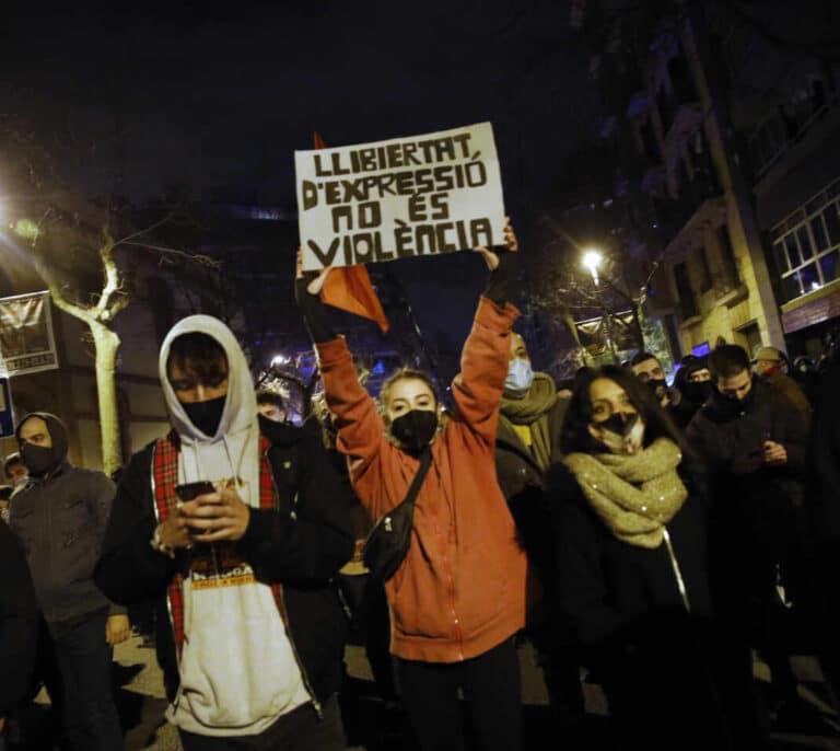 El Parlamento catalán pide la  amnistía para los raperos y la libertad de Hásel