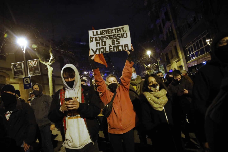 Nueva manifestación con enfrentamientos con los Mossos en defensa de la libertad de Pablo Hasél y los derechos sociales en Barcelona