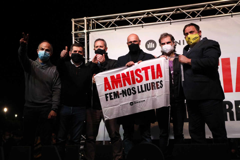 Turull, Sànchez, Forn, Romeva, Cuixart y Junqueras en un acto al volver a la cárcel de Lledoners.