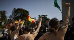 Franquistas y activistas de Femen se enfrentan en un acto en recuerdo de la toma de Madrid por Franco