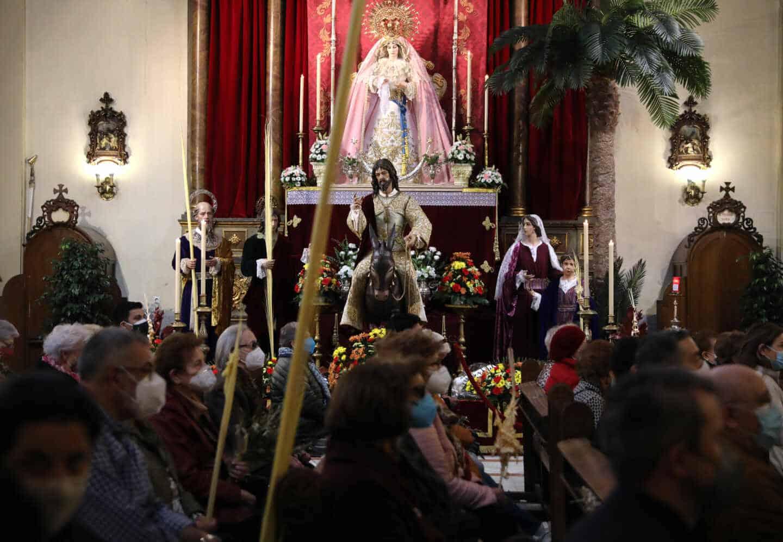 Una imagen dentro de una iglesia en Semana Santa
