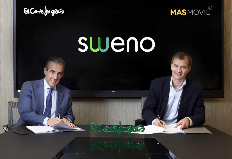íctor del Pozo, Consejero Delegado de El Corte Inglés, y Meinrad Spenger, Consejero Delegado del Grupo MásMóvil, firman el nuevo acuerdo de Sweno