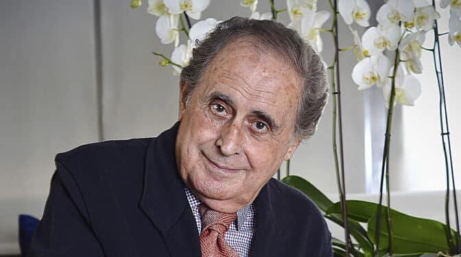 """Jaime Peñafiel: """"Letizia manda muchísimo en la Zarzuela y ha colaborado en que su suegro se vaya del país"""""""