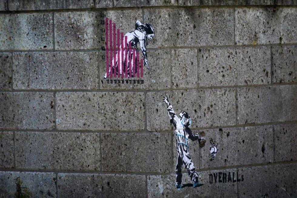 Un grafiti pintado en las calles de Futaba,ciudad cercana a la central nuclear
