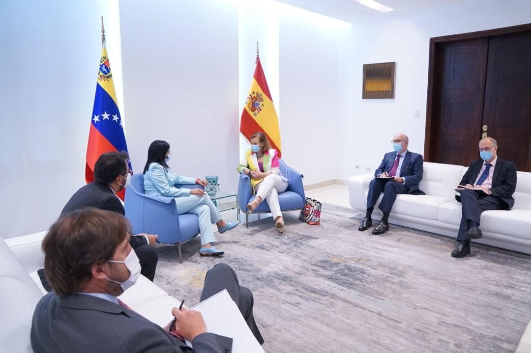 Cristina Gallach, número dos de Exteriores, en su encuentro con Delcy Rodríguez en Caracas