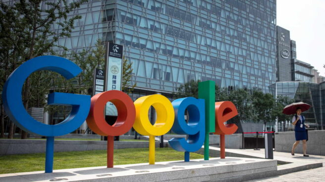 Logo de Google ante una de sus sedes