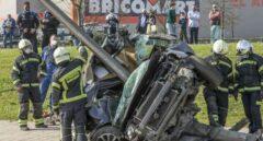 Grave accidente de tráfico después de que un coche se empotrase contra una farola