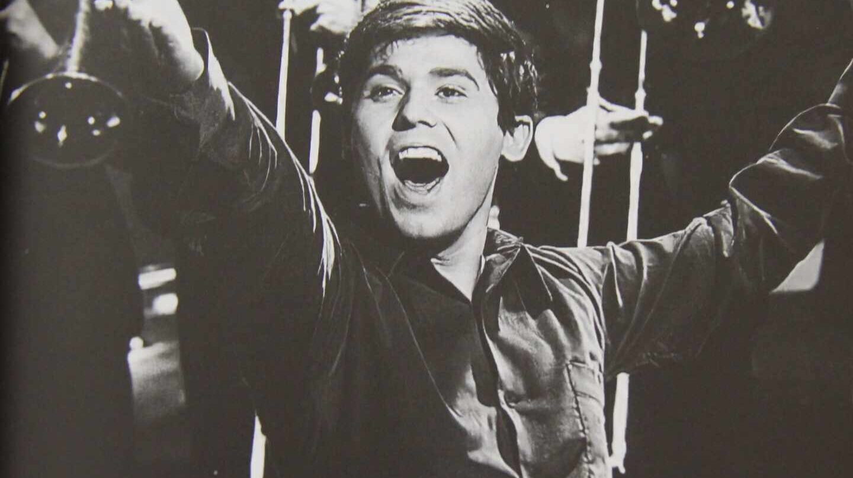 El cantante Raphael, en plena actuación décadas atrás.