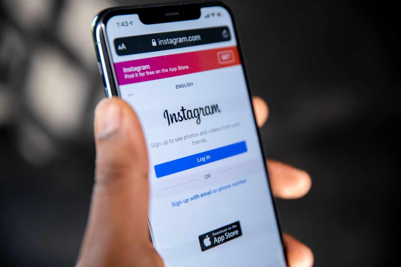 Un móvil con la aplicación de Instagram abierta
