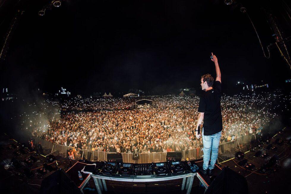 Un escenario de un festival