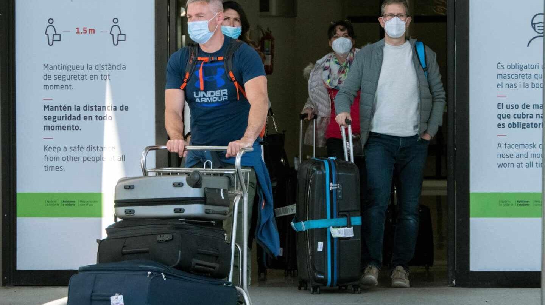 """Los turistas alemanes llegan a Mallorca mientras la UE reclama """"coherencia"""" a España"""