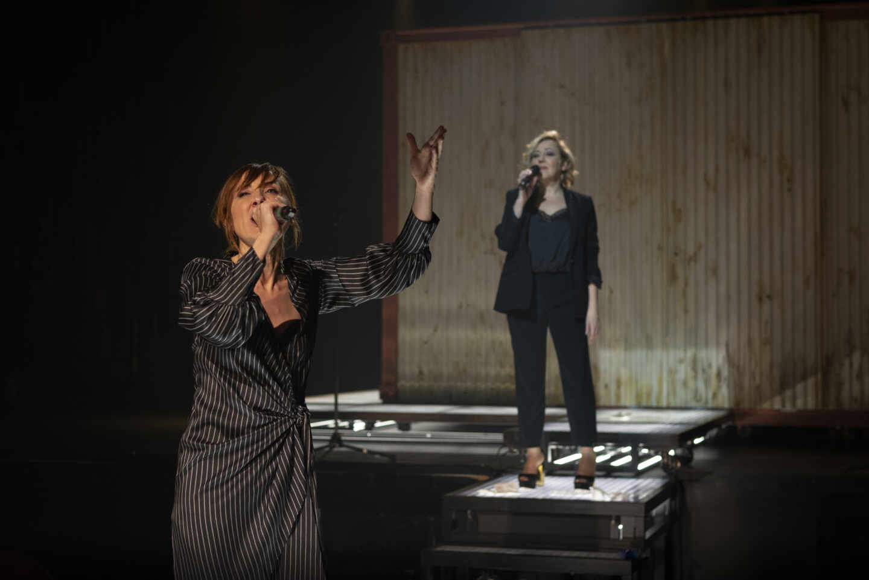 Las actrices Carmen Machi y Nathalie Poza en la obra 'Prostitución'