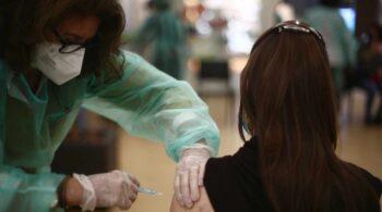 ¿Está en riesgo la inmunidad de rebaño? Así afectará la crisis de AstraZeneca a la vacunación