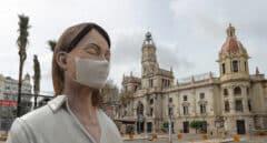 El Ayuntamiento de Valencia homenajea a las Fallas con un tenderete y recibe críticas